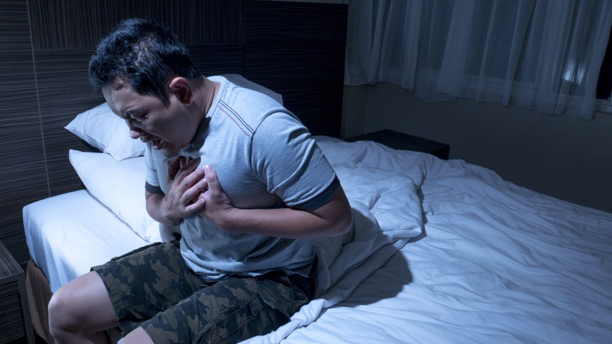picture of man having a nocturnal panic attack